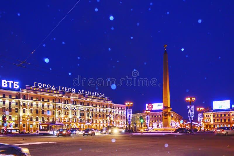 圣彼德堡,俄罗斯- 2016年1月4日:冬天夜在圣彼德堡 重的暴风雪 库存图片