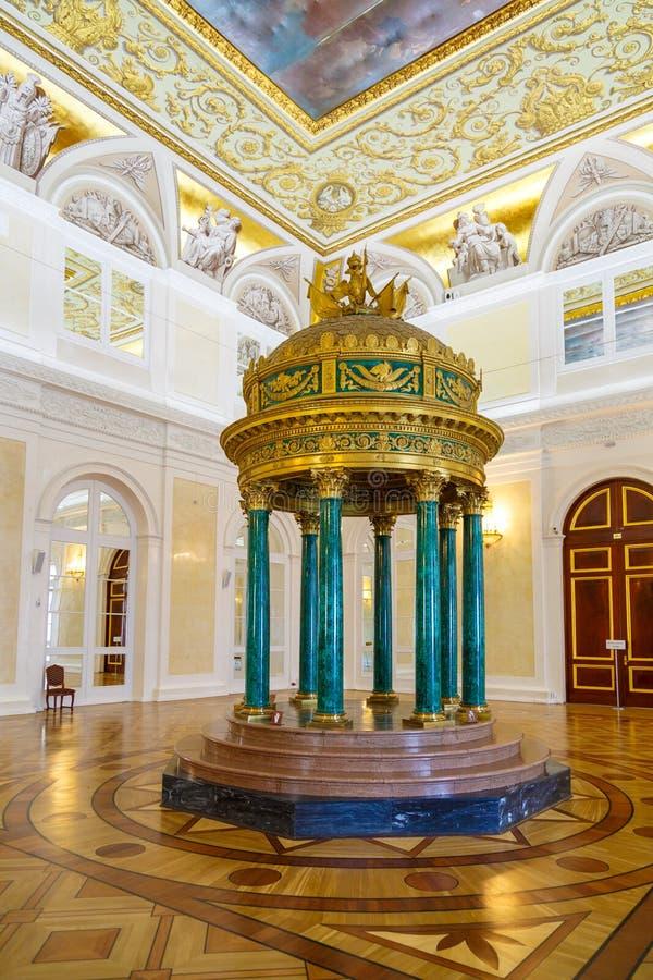 圣彼德堡,俄罗斯- 2017年5月12日:状态偏僻寺院、艺术馆和文化的绿沸铜圆形建筑的偏僻寺院 免版税库存照片