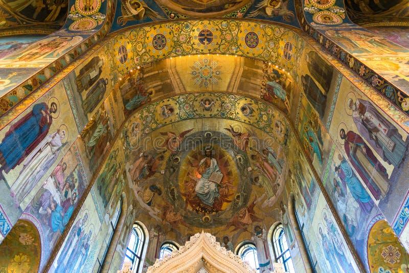 圣彼德堡,俄罗斯- 2017年6月6日 与基督的复活教会血液的救主或大教堂马赛克的天花板  库存图片