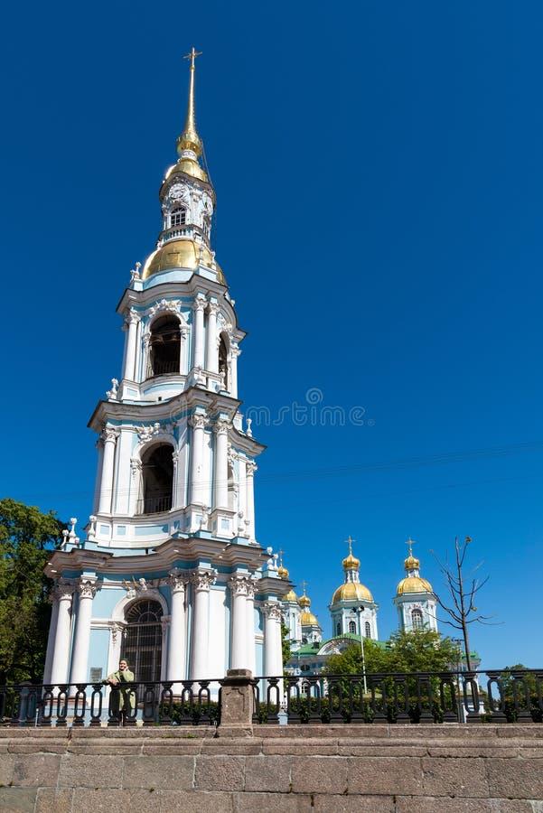 圣彼德堡,俄罗斯- 2017年6月4日 圣尼古拉斯海军大教堂钟楼  免版税库存图片