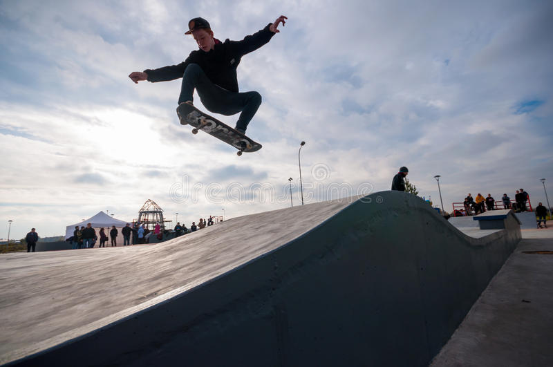 圣彼德堡,俄罗斯2015年8月29日:极端节日在300年公园,滑板车手 库存照片