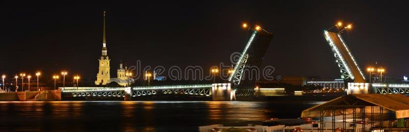 圣彼德堡,宫殿桥梁 免版税库存照片