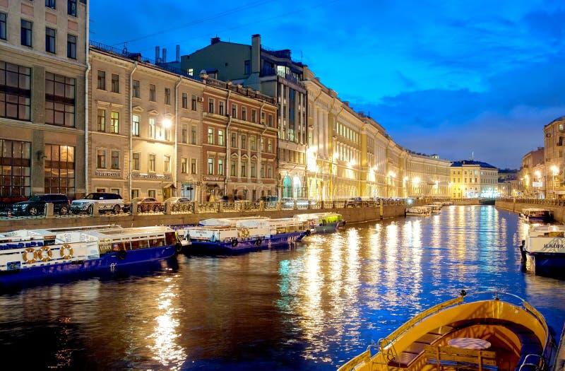Download 圣彼德堡 俄国 在Moika河的小船 图库摄影片. 图片 包括有 横向, 金黄, 室外, 运河, ,并且 - 72351627