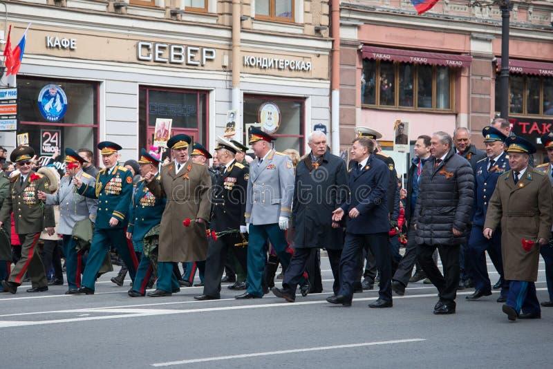 圣彼德堡Georgy谢尔盖耶维奇波尔塔夫琴科的州长参加胜利天的庆祝 免版税库存图片