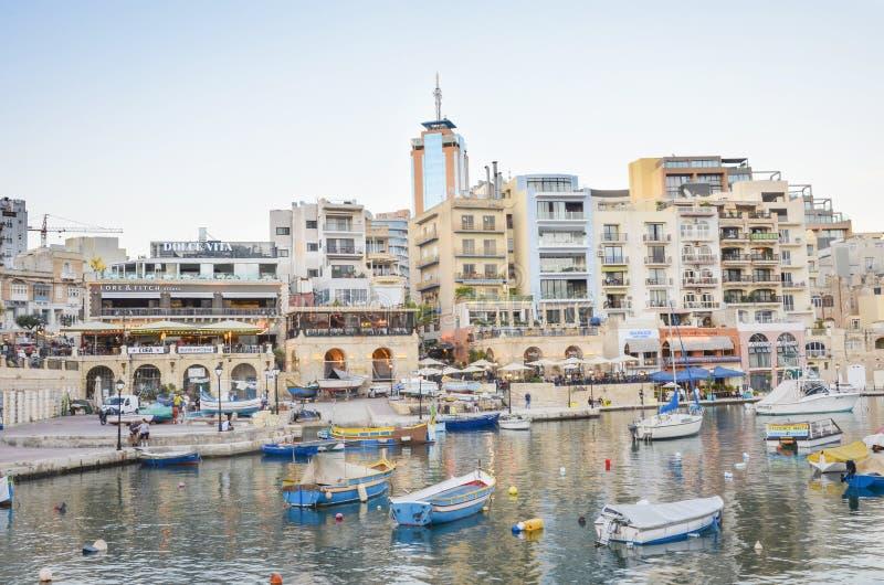 圣徒儒利安和斯皮诺拉海湾在黎明,马耳他 免版税库存照片