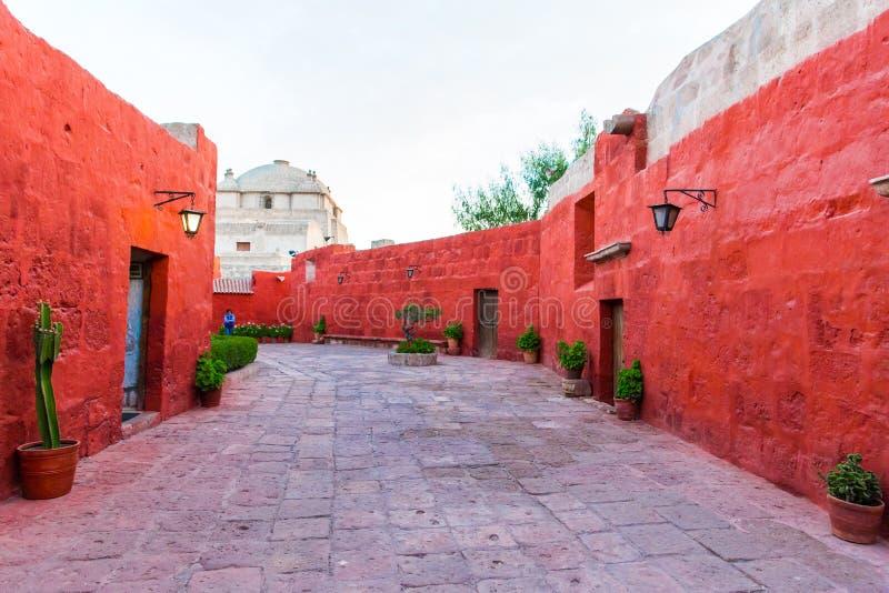 圣徒凯瑟琳修道院在阿雷基帕,秘鲁。(西班牙语:圣卡塔利娜)是Domincan第二秩序的尼姑修道院  免版税库存图片