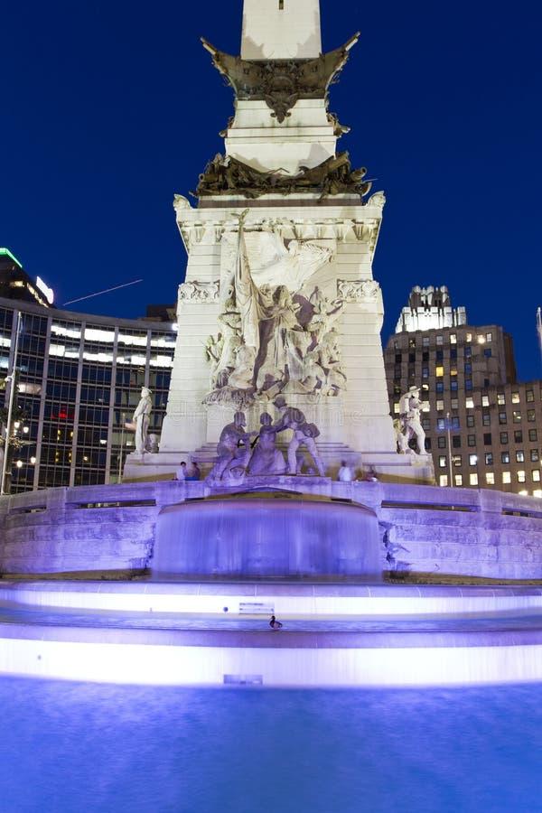 圣徒和水手纪念碑在晚上,印第安纳波利斯,印第安纳,美国 图库摄影