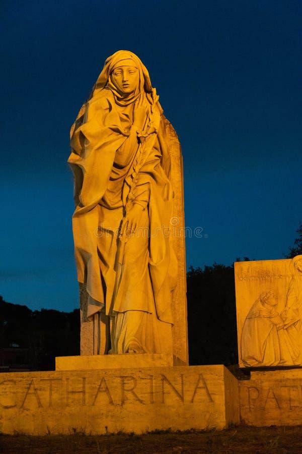 圣徒圣加大利纳,罗马雕象  库存图片