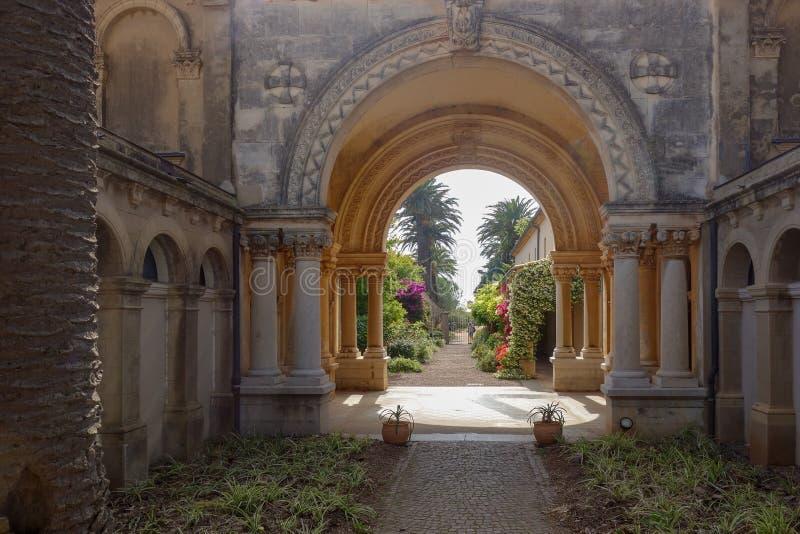 圣徒在戛纳法国附近的Honorat拱道 免版税库存图片