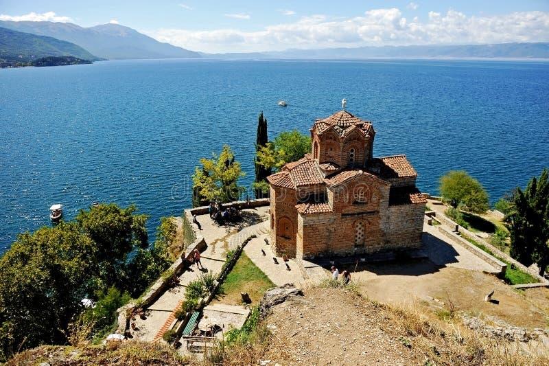 圣徒有奥赫里德湖的Jovan金郎教会在背景中 免版税库存图片