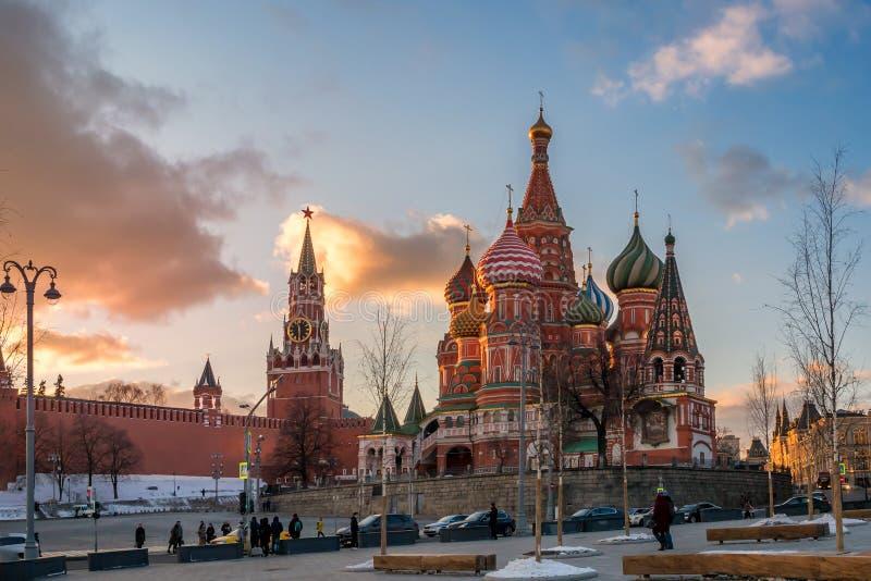 圣徒蓬蒿大教堂和Spasskaya塔看法在红场 莫斯科 免版税库存照片