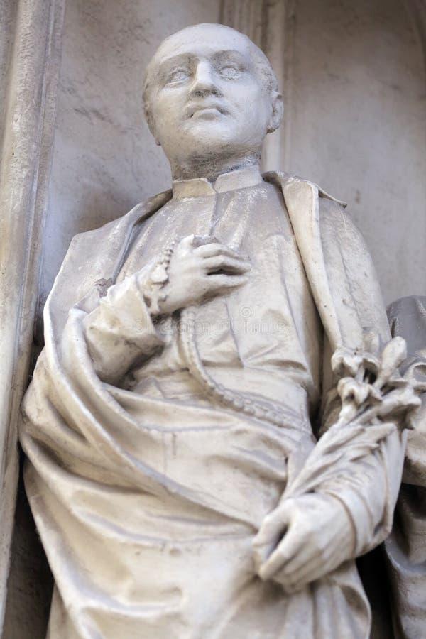 圣徒雕象从南部玛丽亚上午Gestade教会门户的在维也纳 库存图片