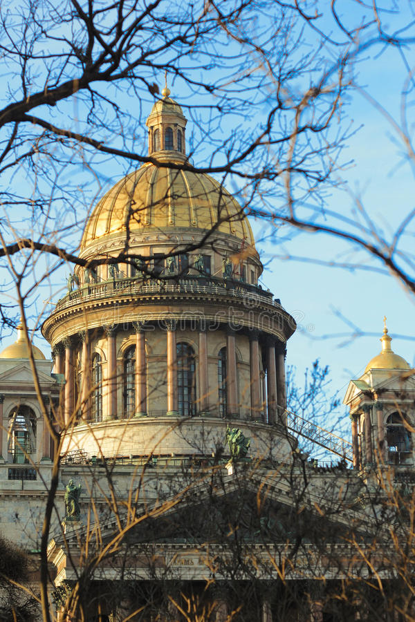 圣徒以撒大教堂在圣彼德堡 免版税库存图片