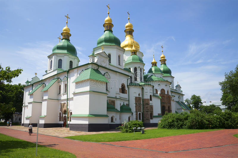 圣徒索菲娅大教堂在一晴朗的6月天 基辅,乌克兰 库存照片
