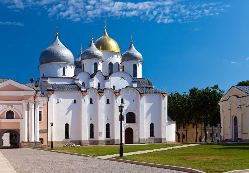 圣徒索菲娅大教堂在克里姆林宫,了不起的诺夫哥罗德,关闭在一个晴天 免版税库存照片