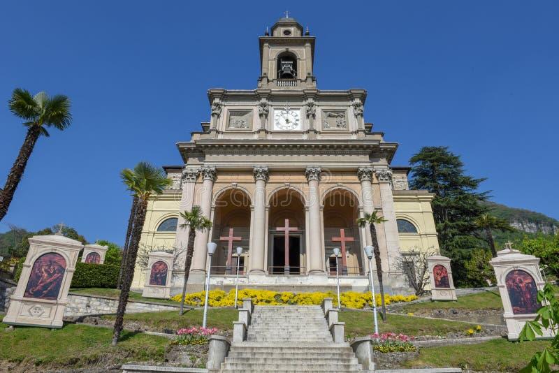 圣徒Cosma和达米亚诺教会门德里西奥的Switzerlan的 库存照片