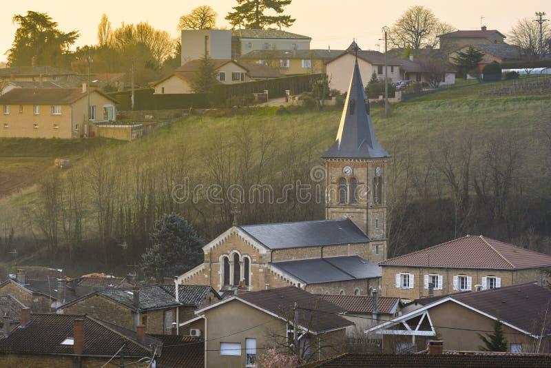 圣徒Julien,博若莱红葡萄酒,法国村庄的教会  库存照片
