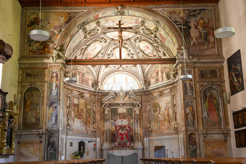 圣徒Malvaglia的马蒂诺教会内部  免版税库存图片