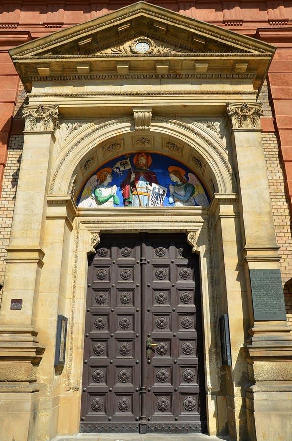 圣徒Wenceslav大教堂在布拉格-它的门细节  库存图片