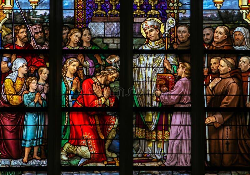 圣徒Wilibrord彩色玻璃在登博斯大教堂里 免版税库存照片