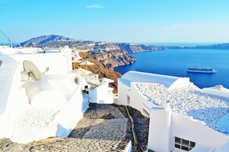 圣托里尼海岛村庄clifftop街道希腊 图库摄影
