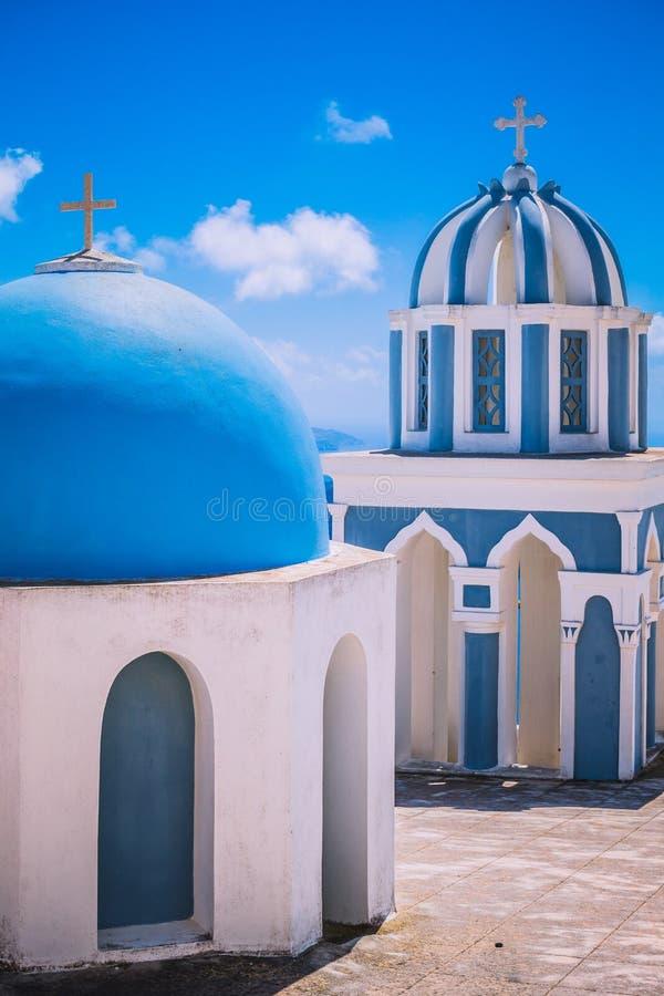 圣托里尼的传统希腊家有蓝色门的 免版税图库摄影
