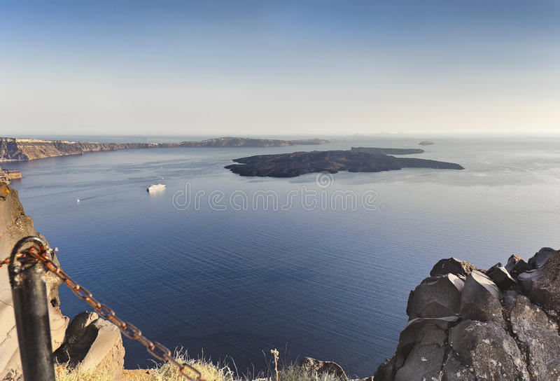 圣托里尼破火山口和海岛卡美尼岛在日落的,希腊爱琴海 库存照片
