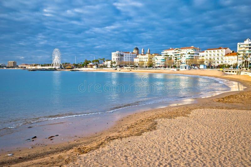 圣拉斐尔海滩和江边视图,法国海滨的著名旅游目的地 库存照片