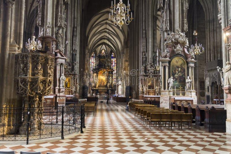 圣斯蒂芬斯大教堂内部在维也纳 图库摄影