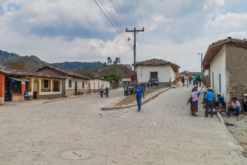圣曼努埃尔DE COLOHETE,洪都拉斯- 2016年4月15日:stree的当地土著人民 免版税库存照片