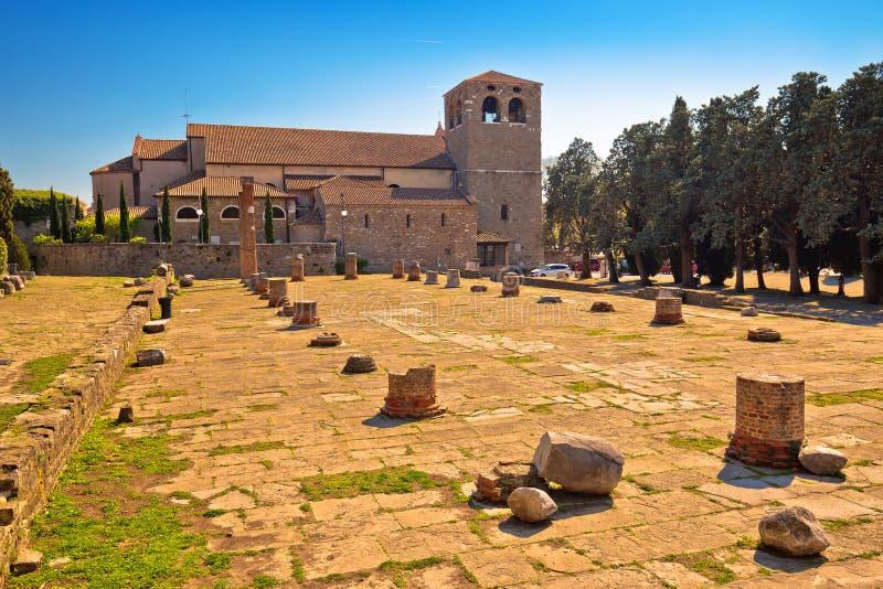 圣朱斯托Martire景色的里雅斯特大教堂  库存照片