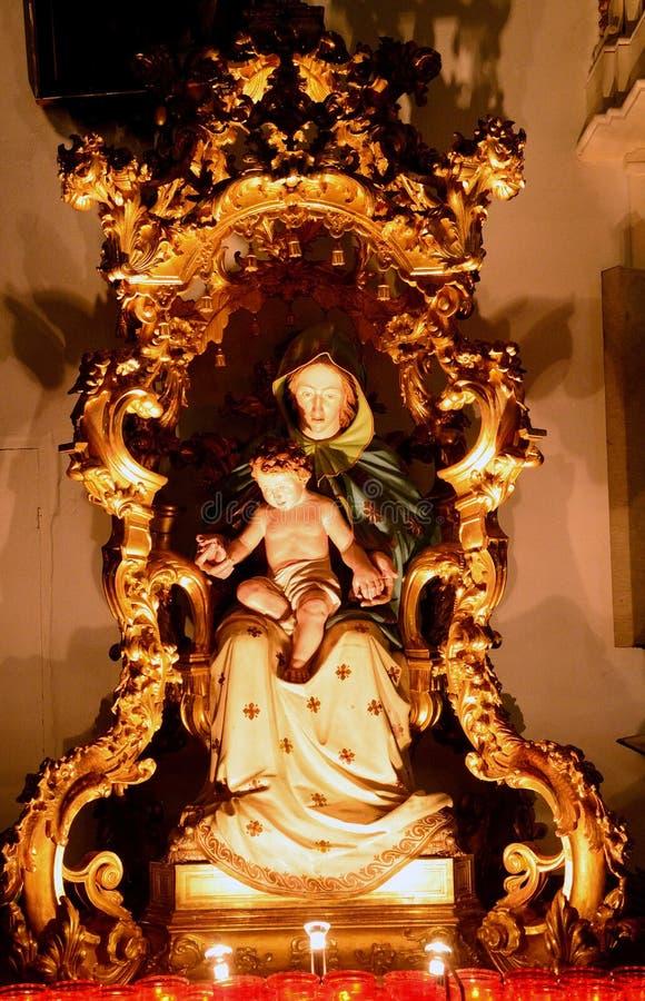 圣母玛丽亚和小耶稣,帕尔马诺瓦,意大利 库存图片