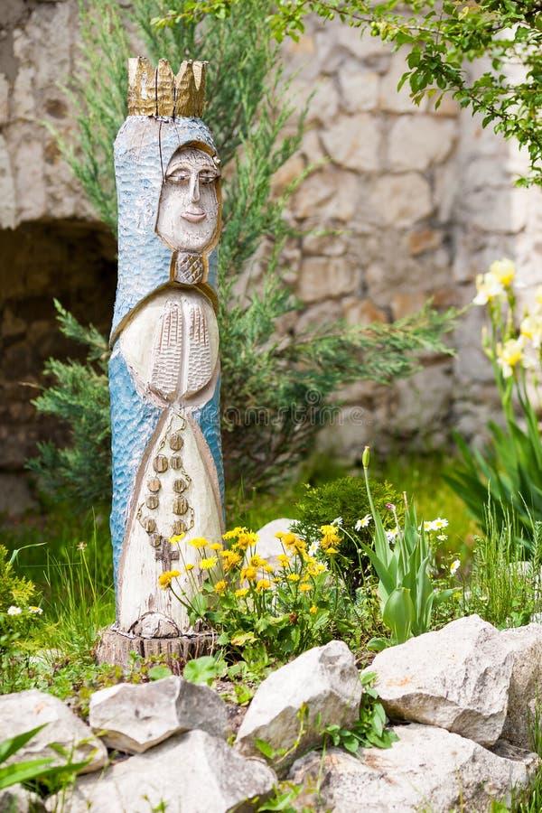 圣母玛丽亚木雕象  库存图片