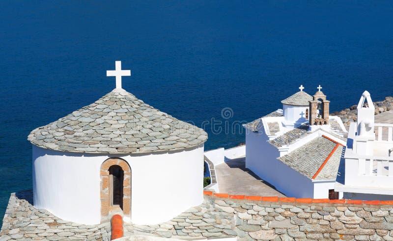 圣母玛丽亚的教会和修道院斯科派洛斯岛的,斯波拉泽斯群岛北部,希腊 免版税图库摄影