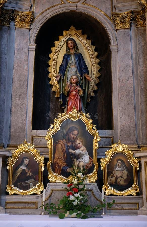 圣母玛丽亚的法坛在圣尼古拉斯大教堂里在卢布尔雅那 免版税库存照片