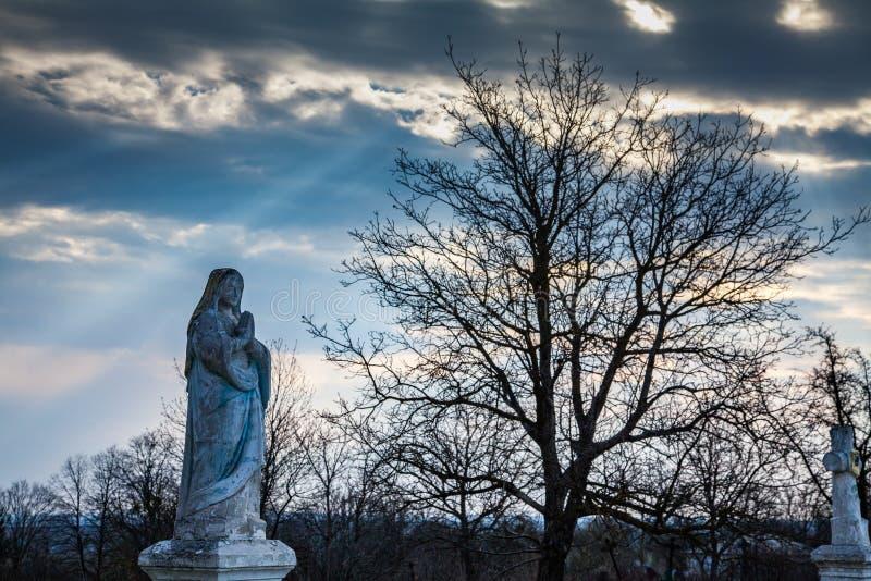 圣母玛丽亚的雕塑 免版税库存图片