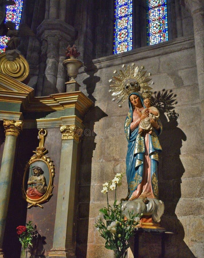 圣母玛丽亚的雕象的画象有耶稣圣心的  库存图片
