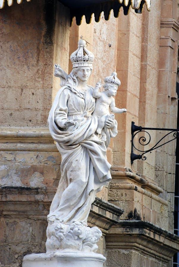圣母玛丽亚雕象有孩子的在姆迪纳,马耳他 库存照片