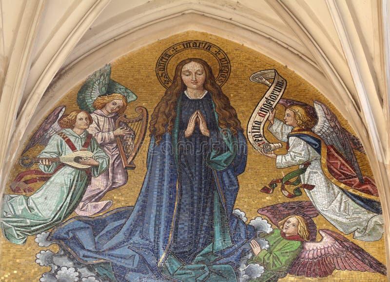 圣母玛丽亚马赛克从玛丽亚上午Gestade教会主要门户的在维也纳 库存图片