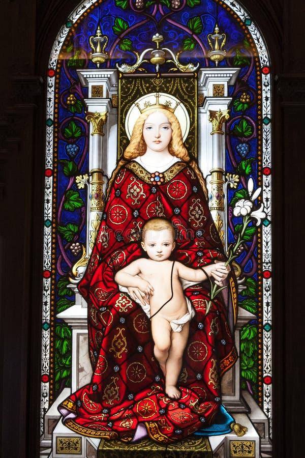 圣母玛丽亚,彩色玻璃在梵蒂冈博物馆 库存照片