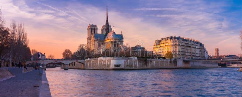 巴黎圣母院,法国大教堂日落的 免版税图库摄影
