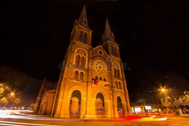 巴黎圣母院,胡志明市,越南夜视图  免版税库存照片