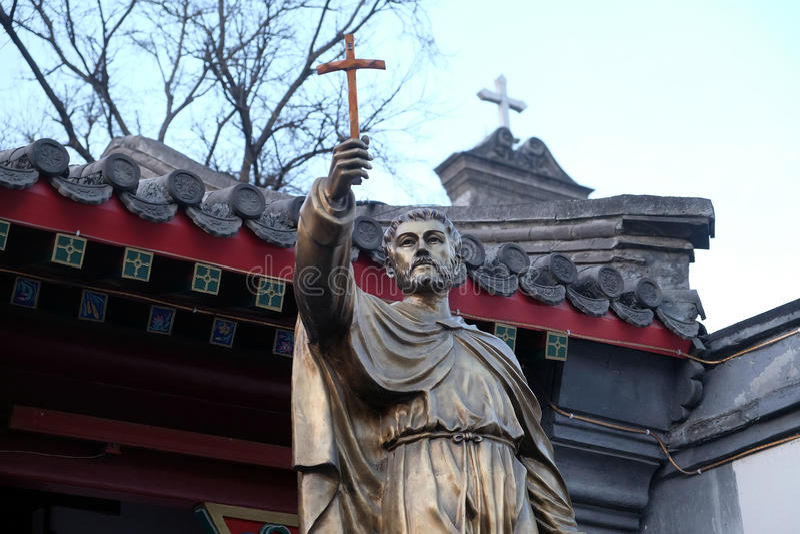 圣法兰西斯泽维尔雕象在前面圣若瑟大教堂里在北京 库存图片
