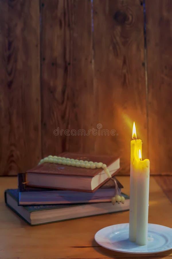圣洁古兰经和光 穆斯林圣经古兰经 E ?? 免版税库存照片