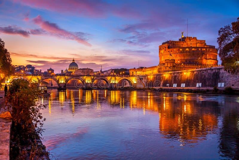 圣洁天使城堡,亦称哈德良陵墓日落的,罗马,意大利 免版税图库摄影