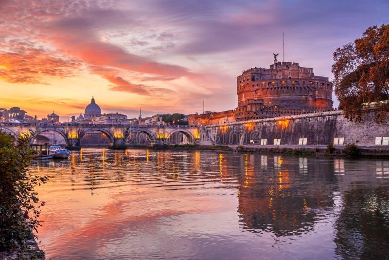 圣洁天使城堡,亦称哈德良陵墓日落的,罗马,意大利 库存图片