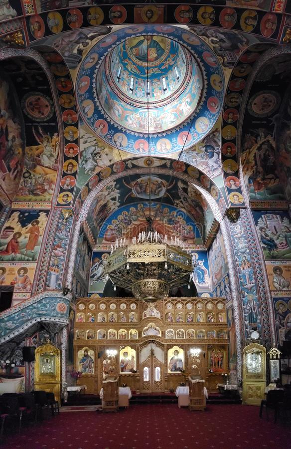 圣洁天使迈克尔和加百利教会的内部  免版税库存照片