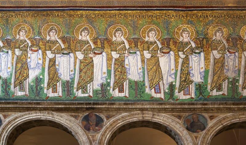 圣洁妇女队伍Sant ` Apollinare nuovo的 免版税图库摄影