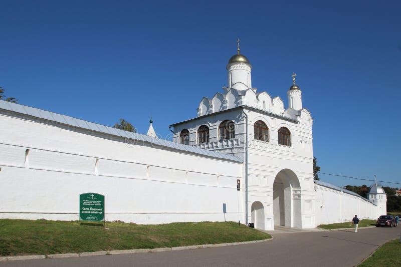 圣洁门和通告的门教会在Pokrovsky修道院里在苏兹达尔,俄罗斯 免版税库存图片
