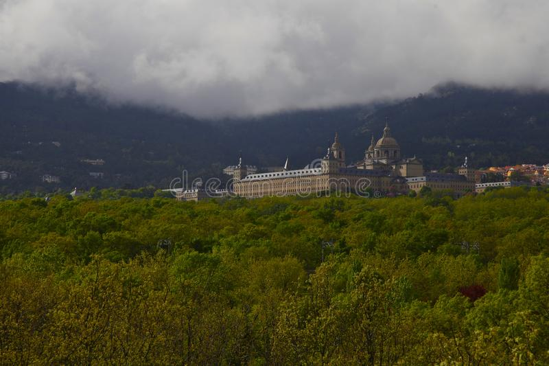 圣洛伦佐del埃斯科里亚尔,马德里,西班牙,2019年5月7日,从费莉佩II的椅子的看法 库存图片
